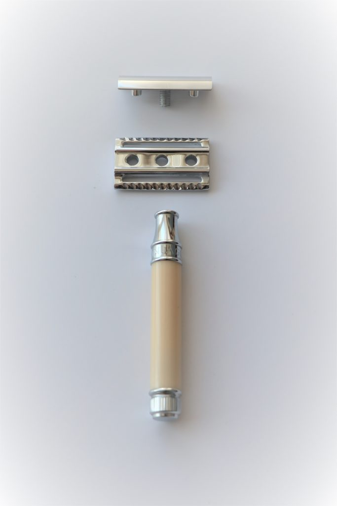 Picture of a razor showing three piece design. Edwin Jagger 89